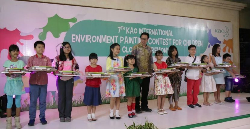 Anak Indonesia Raih Penghargaan Lomba Lukis Eco Together