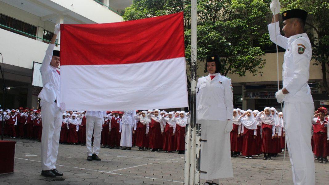 Upacara Bendera Untuk Menumbuhkan Nilai Nilai Karakter Anak Bangsa Menara62