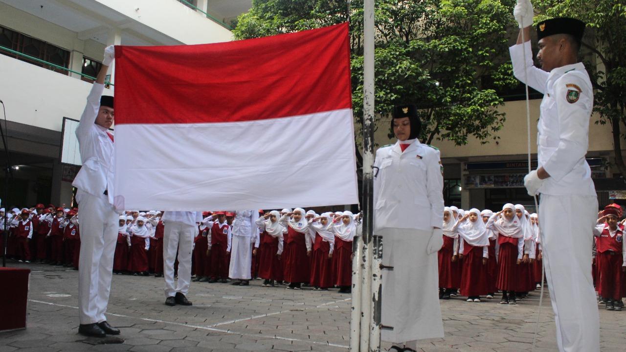 Upacara Bendera Untuk Menumbuhkan Nilai Nilai Karakter Anak