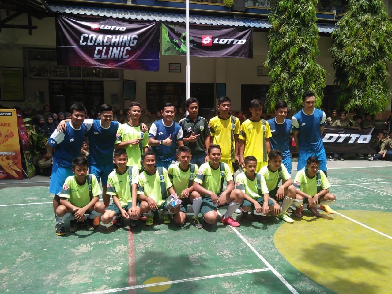 Atlet Futsal Ambassador Lotto Adakan Coaching Clinic Di SMP Muh 1
