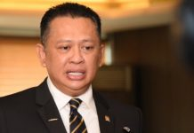 Ketua DPR RI Bambang Soesatyo saat memberikan keterangan.