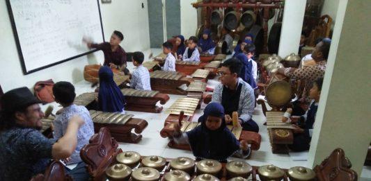 Karawitan SD Muhammadiyah 1 Siap Kiprah Pembukaan Lomba Budaya Mutu