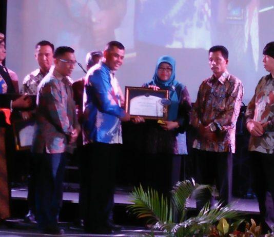STIKES PKu Solo Terima Jawa Pos Solo Award