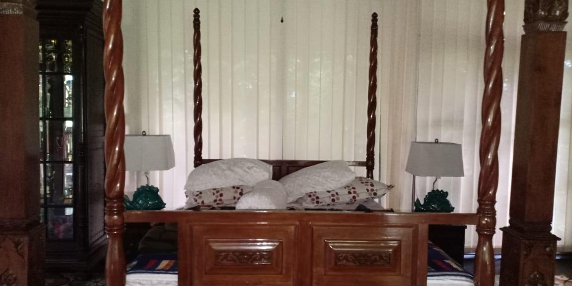 Tempat Tidur di Pendopo Ojo Dumeh