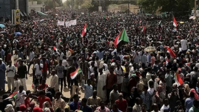 Massa Turun Ke Jalan di Aljazair