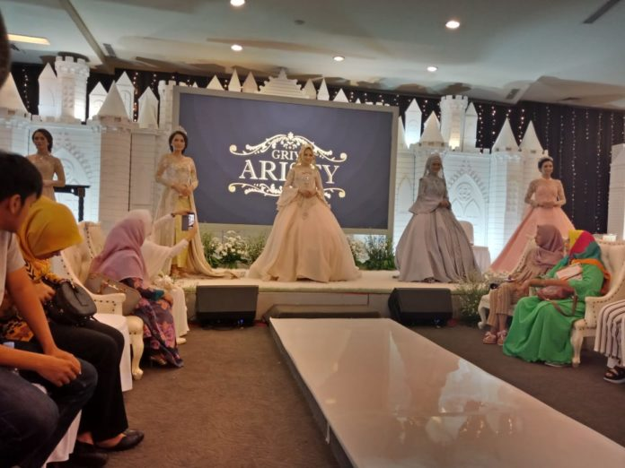 Fashion Show Busana Pengantin Menutup Rangkaian Bekasi Wedding Expo 5