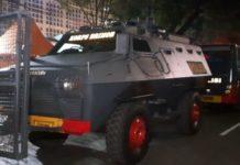 Barracuda dan Water Canon Di Depan KPU