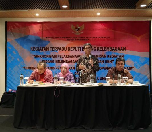 Deputi Bidang Kelembagaan Kementerian Koperasi dan UKM Luhur Pradjarto dalam acara penyelarasan dan sinergi program pemberdayaan Koperasi dan UKM antara Pusat dan Daerah sekaligus bimbingan teknis kepada pengurus Koperasi dan UMKM di Purwokerto, Jumat, kemarin (27/06/2019)