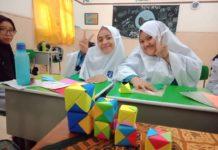 Ekskul Matematika SMP Muhammadiyah 1 Simpon Solo Buat Kubus Kertas Origami