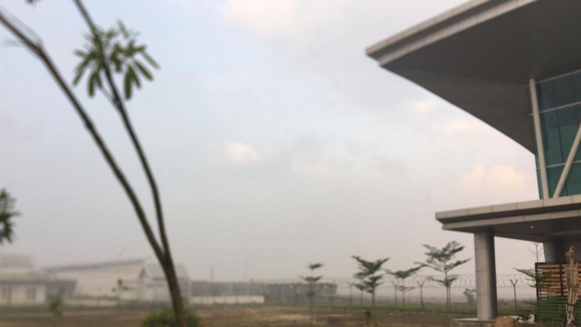 Bandar Udara Internasional Aji Pangeran Tumenggung Pranoto atau sering disingkat Bandar Udara APT Pranoto, di Kota Samarinda, Kalimantan Timur, Senin (23/9/2019) pagi ini, diselimuti asap lagi. Padahal, selama dua hari sebelumnya, penerbangan sudah berjalan normal.