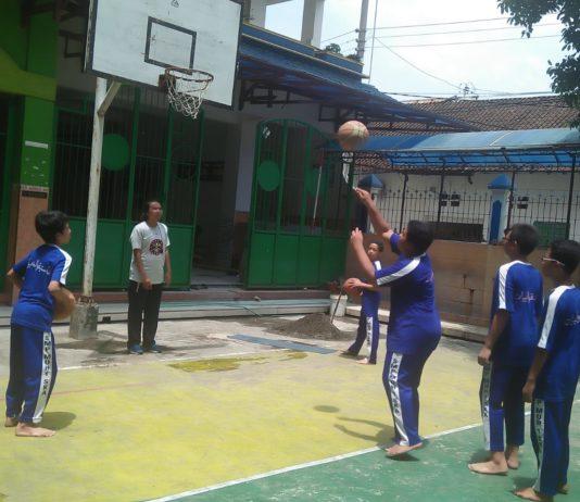 Ada Junior NBA Coaching Clinic di SMP Muhammadiyah 1 Simpon Solo