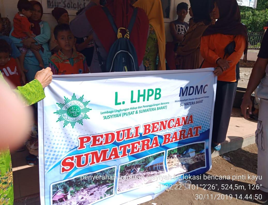 Bantuan Bagi Warga Terdampak Bencana Banjir Bandang Solok Selatan Mengalir