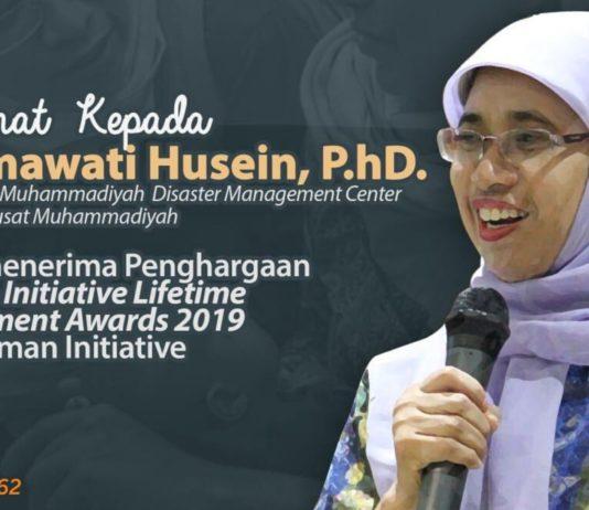 Rahmawati Husein Terima Penghargaan