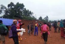Tim Rescue SARMMI Jalan Kaki Evakuasi Warga