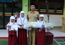 Tiga Siswa SD Muhammadiyah 1 Ketelan Sabet Juara Renang dan Matematika