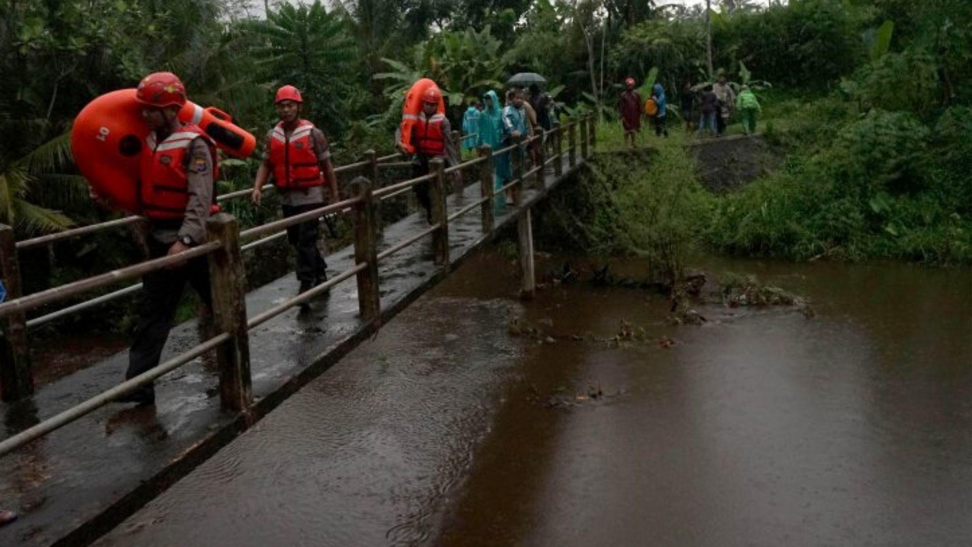 Petugas Masih Mencari Pelajar Yang Hanyut di Sungai Sempor Solo