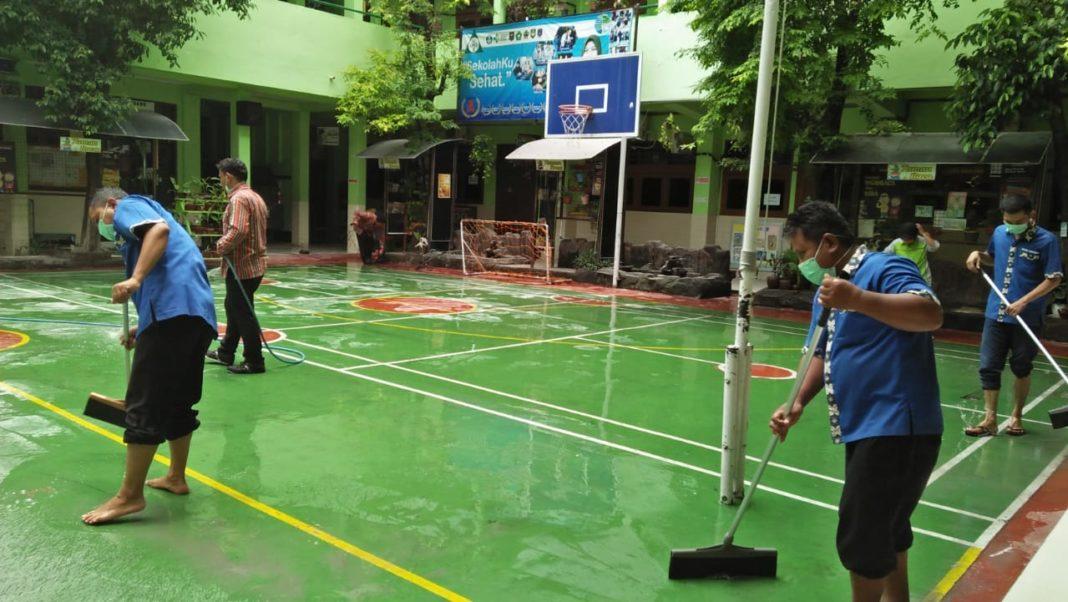 PHBS Cara Sekolah Hadapi Virus Korona dan Hujan Abu Gunung Merapi di SD Muh 1 Solo