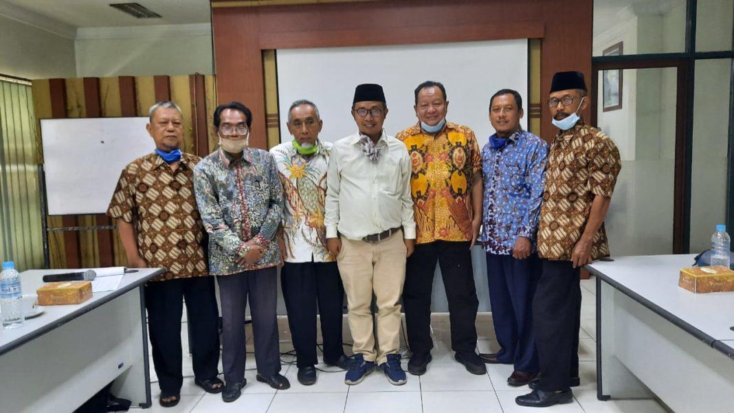 Silaturahmi pengurus dan pengelola BTM Rembang dengan Ketua Pusat BTM Jawa Tengah Akhmad Sakhowi dan Ahmad Suud.