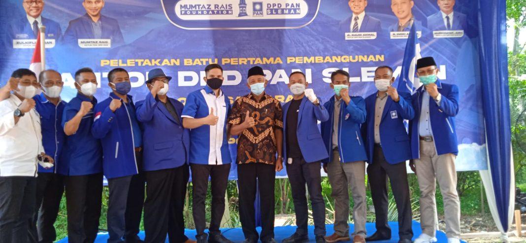 Mumtaz Rais Bersama Jjaran PAN Sleman dalam Seremonial Pelletekan Batu Pertama Gedung PAN Sleman